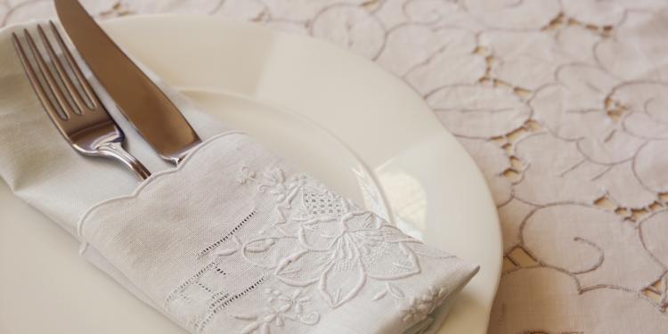 astuces pour choisir sa nappe de table objet deco design fr d coration int rieure et objets. Black Bedroom Furniture Sets. Home Design Ideas